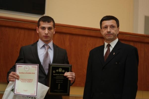Шаматава Гига получил награду из рук шихана Александра Алымова