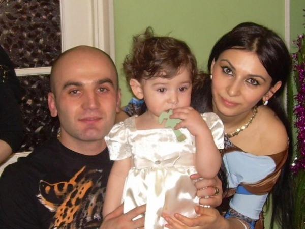 Арсен Хачатрян с женой и дочкой