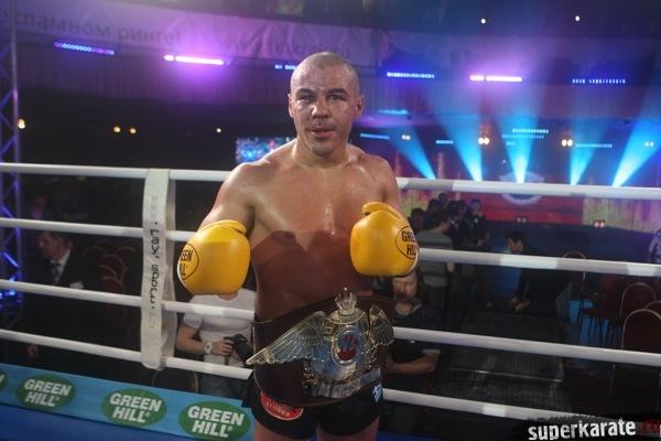 Бату Хасиков проведет 5 ноября в Москве бой против Майка Замбидиса.