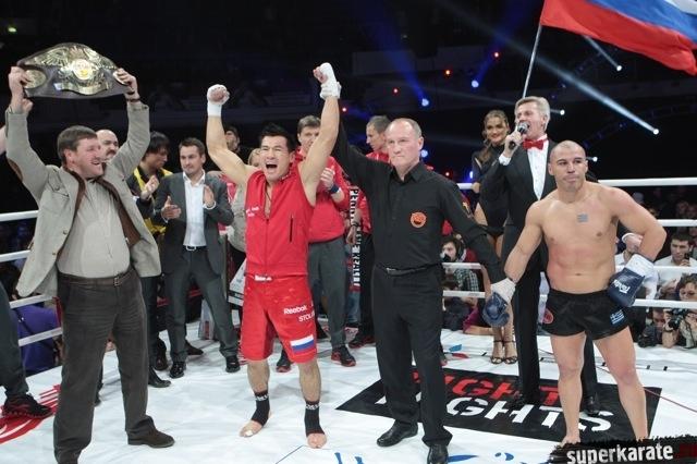 Реванш Майка Замбидиса против Бату Хасикова откладывается.