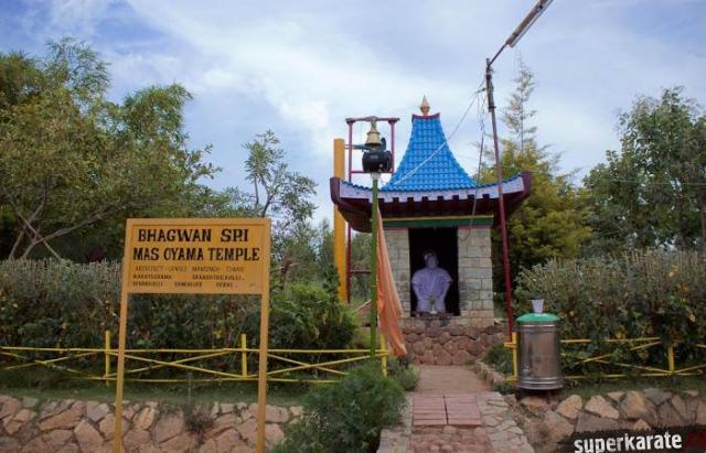 Храм Масутацу Ояме в Индии