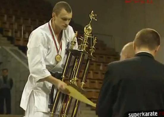 Чемпион турнира Виктор Карасюк