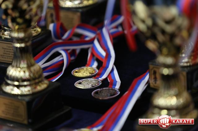 Медали сдать!