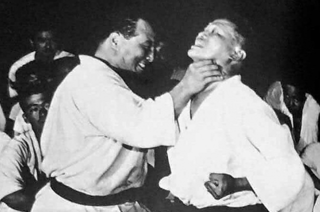 IKO vs JKF.  Сасакава Рёити – это раковая опухоль в мире каратэ